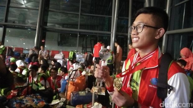 Pelajar peserta lomba IMCS tiba di Bandara Cengkareng.