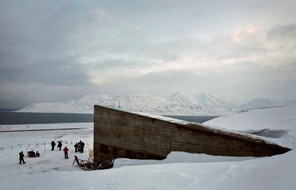 Svalbard Global Seed Vault berada di Pulau Spitsbergen di Kepulauan Svalbard. Pulaunya ada di Samudera Artik dan berada di bagian utara dari Norwegia, yang sangat terpencil (Bob Strong/ Reuters)