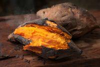 Ubi kuning kukus yang bisa diolah menjadi bola-bola ubi.