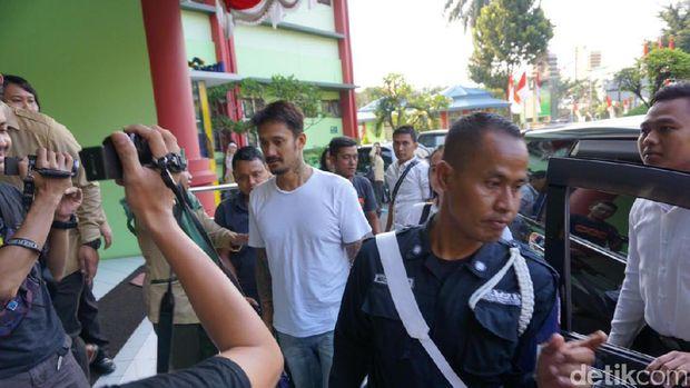 Tora Sudiro tiba di RSKO Cibubur.