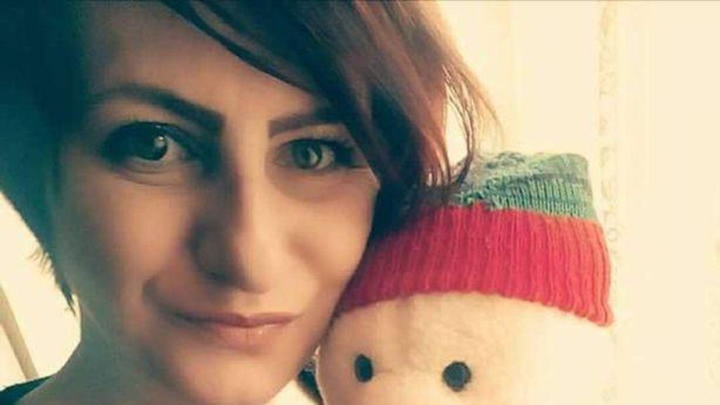 Momen Haru Wanita Jumpa Tentara yang Memberinya Boneka 25 Tahun Lalu di FB