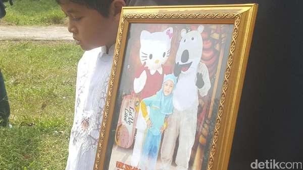 Dekap Foto Ramiza, Ibu Bocah Digigit Pitbull Masih Syok