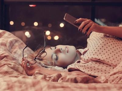 5 Alasan Sehat untuk Jauhi Ponsel di Malam Minggu