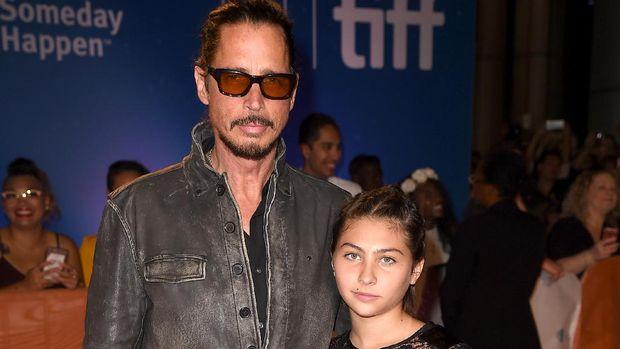 Mendiang Chris Cornell dengan Toni/