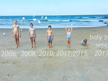 Begini jadinya kalau 5 orang kakak mengumumkan mereka bakal punya adik. (Foto: Instagram/ @mama_to_five5)