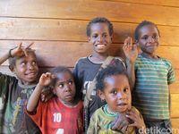 Anak-anak kecil Papua dengan rambut keriting khasnya (Afif Farhan/detikcom)