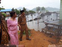 Blusukan ala Susi di Natuna, Naik Motor Hingga Hujan-hujanan