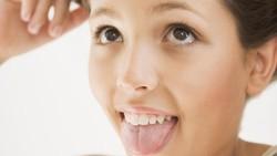 Tak hanya membantu berbicara, makan, mengunyah, dan menelan makanan, lidah ternyata juga bisa mengungkapkan kondisi kesehatan. Seperti apa? Yuk simak!