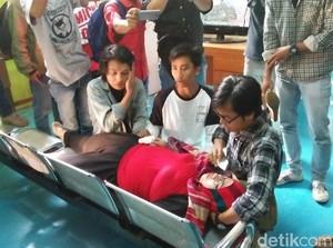 Penabrak Anaknya Divonis Percobaan, Eti Pingsan di PN Tangerang