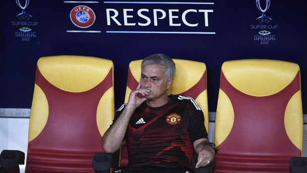 Jose Mourinho ditunjuk jadi pelatih Tottenham setelah beberapa jam Mauicio Pochettino dipecat. (