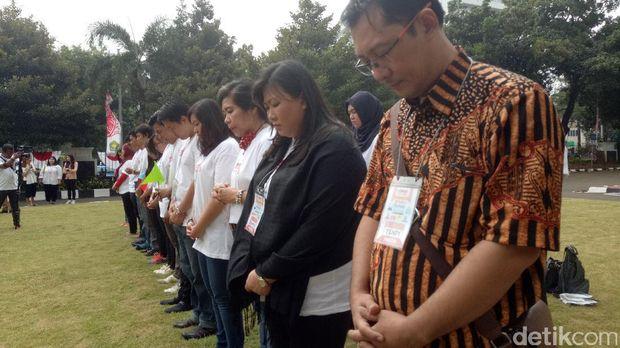 Menteri Agama Lukman Hakim Saifuddin dan para peserta Wisata Rumah Ibadah.