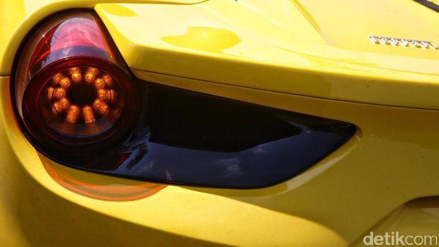 Lampu belakang Ferrari 488 Spider