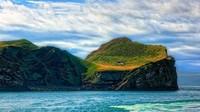 Dua abad kemudian orang-orang mulai meninggalkan pulau ini karena sumber daya alam yang menipis. Tahun 1930, Pulau Ellidaey benar-benar ditinggalkan penghuninya. Jadilah pulau ini kembali kosong melompong (Lifes Forum/Facebook)