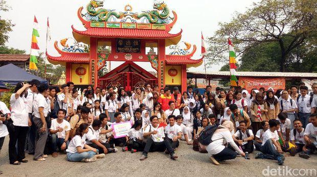 Melihat Umat Khonghucu dan Buddha Ibadah di Vihara Tertua di Jakarta