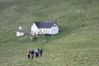 Sejarahnya, 300 tahun lalu pulau ini dihuni lima keluarga. Mereka tinggal di sini karena ingin mencari ketenangan, sekaligus berburu burung Puffin (Lifes Forum/Facebook)