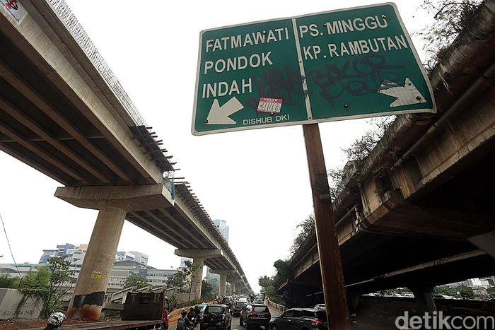 Penampakan terkini pembangunanjembatan layang untuk Jalan Tol Depok-Antasari (Desari), Rabu (9/8/2017).