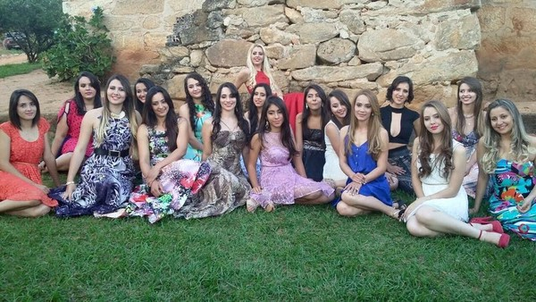 Desa ini unik, karena dihuni oleh 600 wanita. Mereka berparas cantik, badan tinggi proposional, dengan rambut semampai (Noiva do Cordeiro/Facebook)