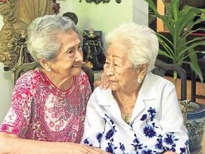 Friendship Goals, Dua Nenek-nenek Ini Sudah Berteman Selama 80 Tahun