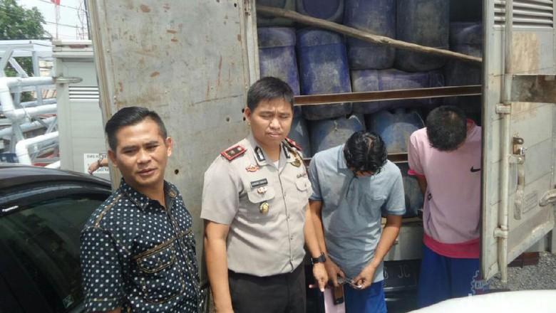 Polisi Sita 5 Ton BBM Hasil Penyulingan Sumur Tua di Palembang