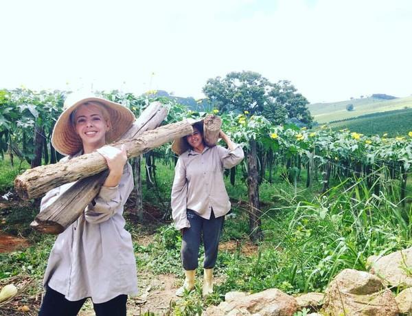 Dalam keseharian, para wanita bekerja sebagai petani, berkebun, berternak susu dan pengrajin pakaian (Noiva do Cordeiro/Facebook)