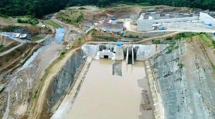 Saat ini pekerjaan yang dilakukan adalah pembangunan bangunan utama dinding bendungan. Pekerjaan ini merupakan tindak lanjut dari selesainya pembangunan saluran pengelak beberapa waktu lalu. (WIKA).