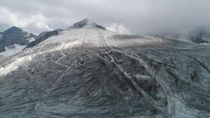 Pesawat Jatuh di Pegunungan Alpen Swiss, 4 Orang Tewas
