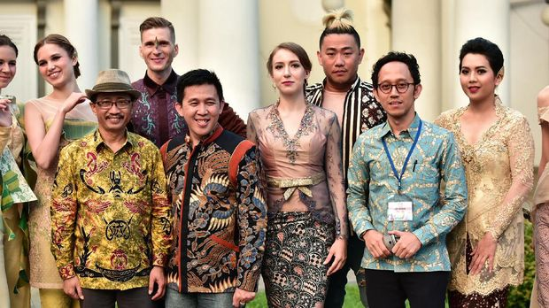 Ferry Sunarto saat fashion show Festival Indonesia Moscow 2017.