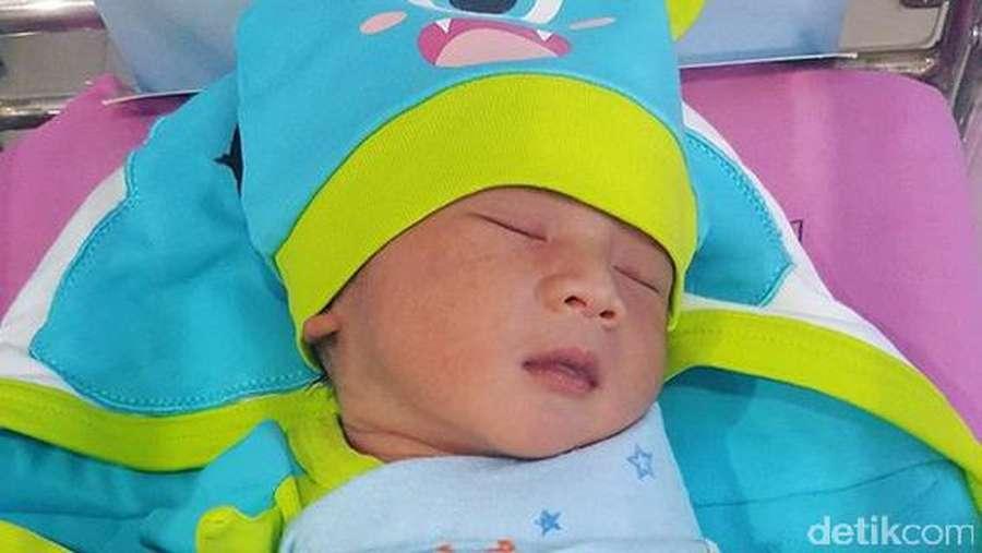 Lucunya Baby Al, Anak ke-7 Kiwil dari Rahim Istri Muda