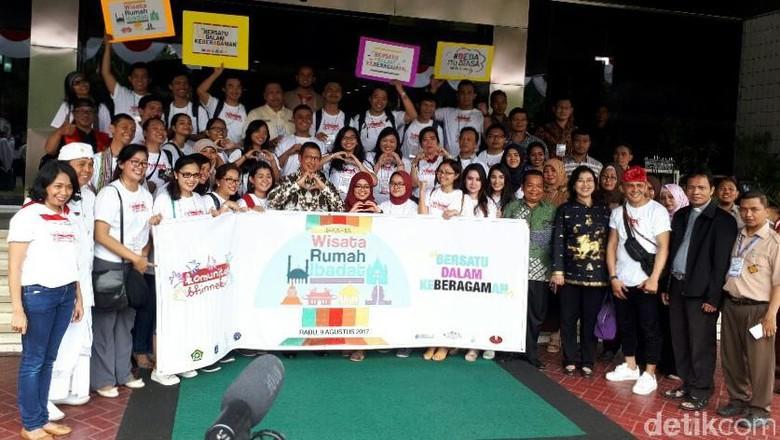 Fasilitator Komunitas Bhinneka bersama Menag Lukman dan tokoh agama (Kurnia/detikTravel)