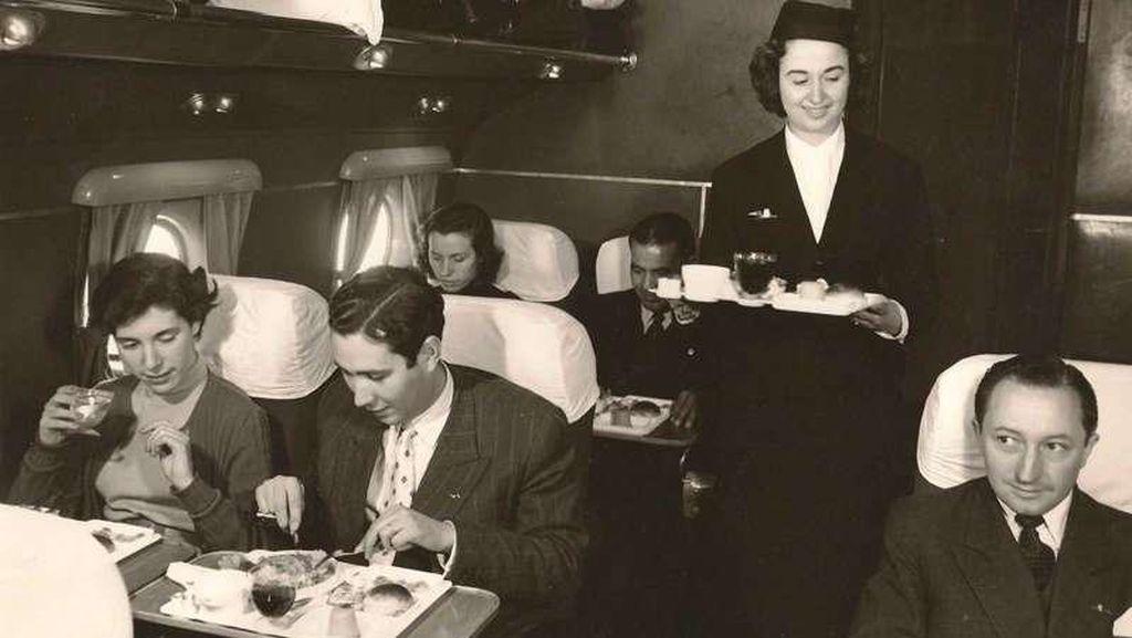 Yuk, Intip Gaya Penyajian Makanan di Dalam Pesawat Tahun 50-an