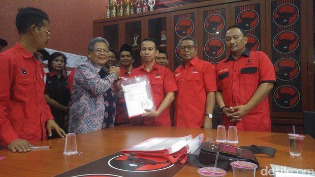 Heru Sudjatmoko mengambil formulir pendaftaran bakal Cawagub Jateng