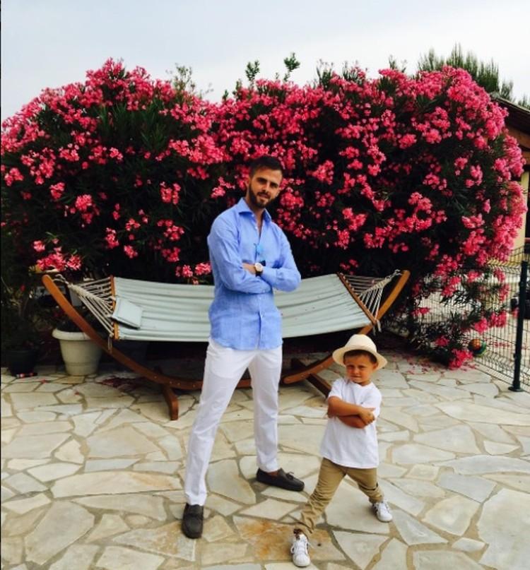 Pesepak bola Juventus ini tidak hanya solid dalam timnya. Lihat tuh, Bun, Miralem juga kelihatan kompak bersama anaknya. (Foto: Instagram @miralem_pjanic)
