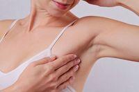 Chrissy Teigen Suntik Botox untuk Atasi Basah Ketek, Ketahui Risikonya