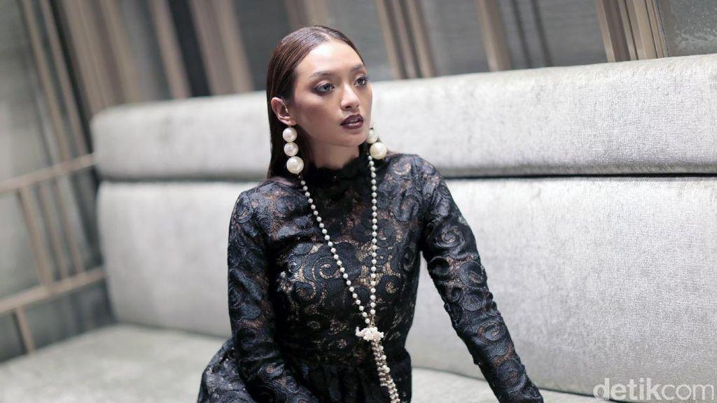 Asmara Abigail Bicara Konsep Hidup hingga Pole Dance