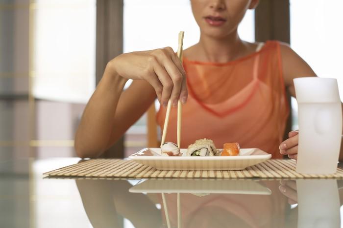 Penelitian membuktikan, makanan terasa 10 persen lebih manis ketika disajikan dengan piring berwarna putih. Untuk menghindari asupan gula berlebihan, penggunaan piring putih boleh juga dipertimbangkan. Foto: Thinkstock