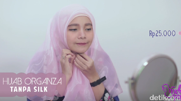 Video Review: Hijab Organza Murah VS Mahal, Apa Bedanya?