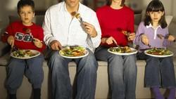 Keinginan makan berlebihan tidak selalu karena benar-benar lapar, kadang hanya karena otak salah mengirimkan sinyal lapar. Begini cara menangkalnya.