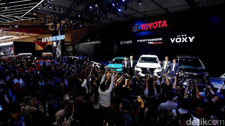 Suasana peluncuran mobil di GIIAS 2017 lalu Foto: Ari Saputra