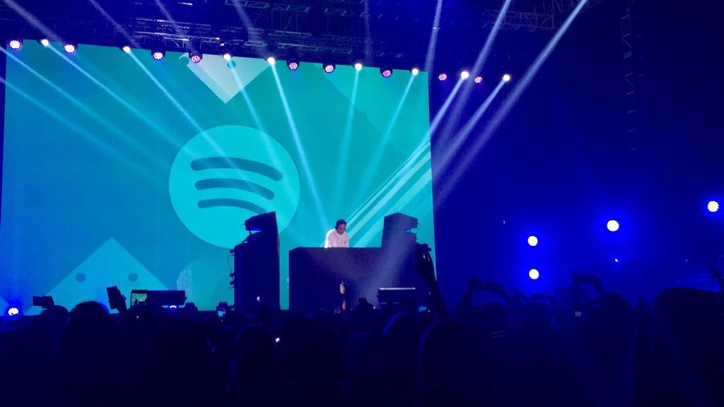 Kejutan Spesial Dipha Barus Tutup Spotify on Stage
