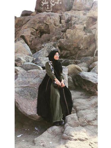 Foto: Gaya Hijab Simpel Rozmaniar, Istri Enji yang Baru Ditalak Cerai