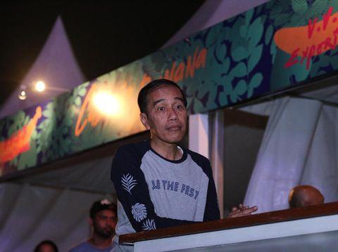 Dipakai Jokowi ke We The Fest, Kaus Lengan Panjang Ini Langsung <i>Sold Out</i>