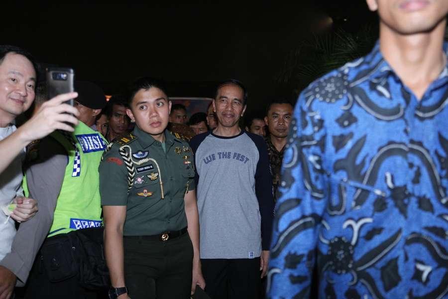 Datang ke We The Fest, Jokowi Sibuk Terima Permintaan Foto Bareng