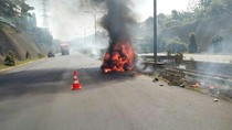Mobil Terbakar di Tol Tangerang-Merak, Pengendara Kabur