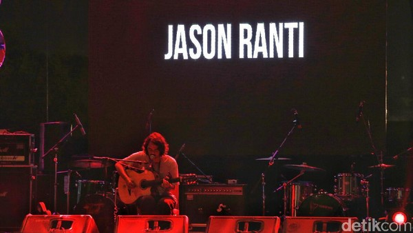 Jason Ranti Tampil Intim dan Jenaka di Panggung We The Fest 2017