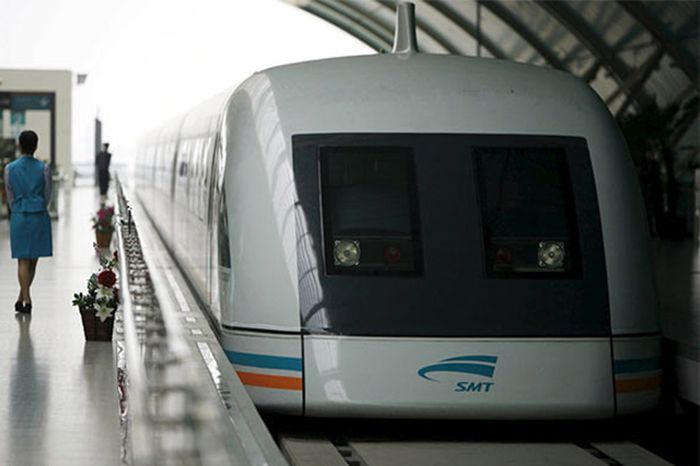 Shanghai Maglev Train di China dengan kecepatan 431 km/jam. Ini merupakan kereta tercepat di negeri tirai bambu. (Chinadaily)