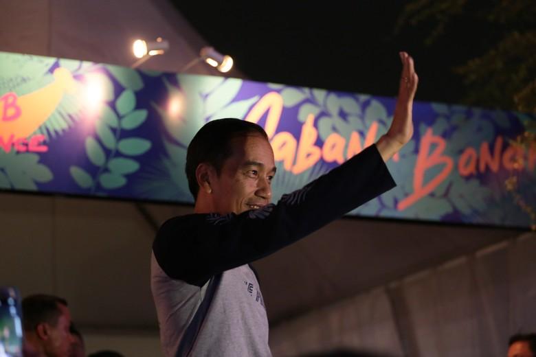Jokowi Nikmati Alunan Musik Charli XCX di WTF 2017
