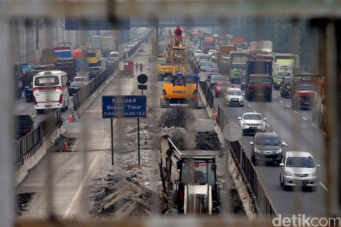 Jalan tol layang Jakarta-Cikampek ini dibangun diruas tol Jakarta-Cikampek, Bekasi Timur, Kota Bekasi, Jawa Barat.