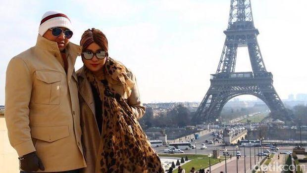 Gaya Hidup Bos First Travel Saat Berlibur di Eropa.