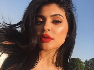 Kylie Jenner Beri Petunjuk Soal Kehamilan Lewat Video Snapchat