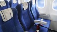 Iyuh, Jorok! Plastik Isi Air Seni Ditinggal di Kursi Pesawat